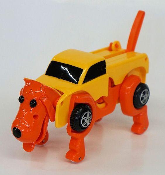 犬に変形するミニカー